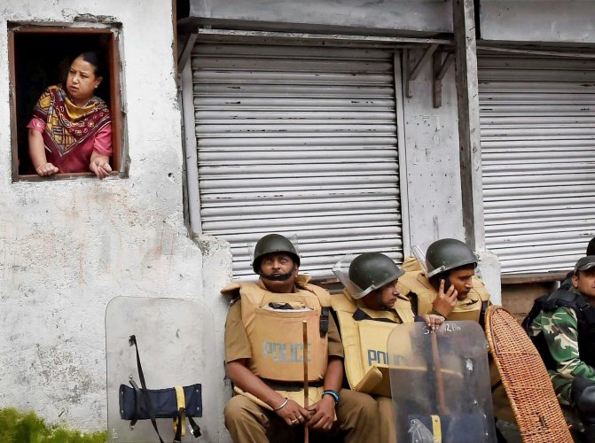 Indefinite bandh continues in Darjeeling hills
