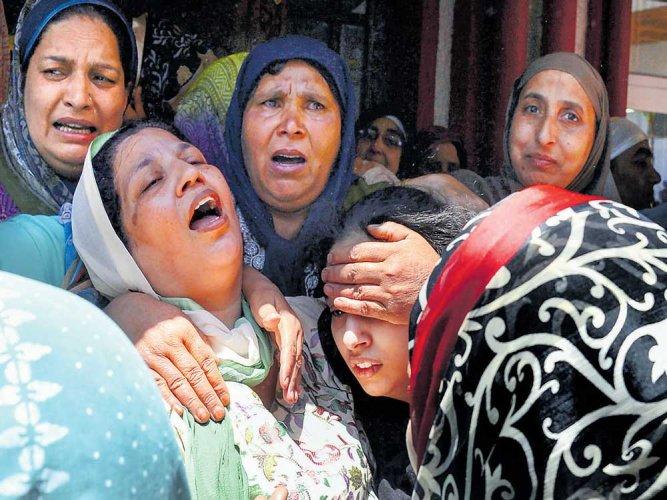 Now, militants target cops in Valley