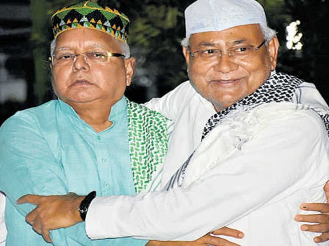 At Iftar party, Lalu requests  Nitish to rethink prez choice