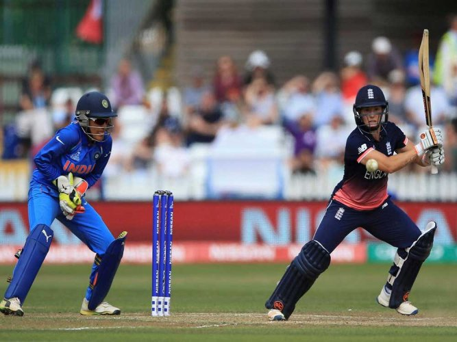 Mandhana, Raj guide India to 35-run win over England