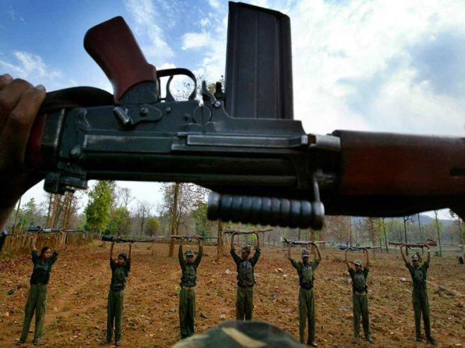 Maoists kill  two troopers