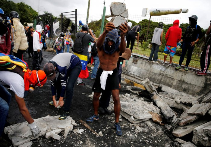 Caracas protests flare as Maduro alleges 'coup' plot