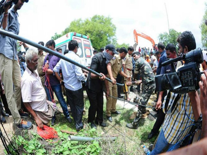 Child in bore well dead, body flushed out