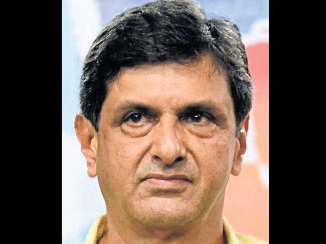 Padukone hails Srikanth's victory