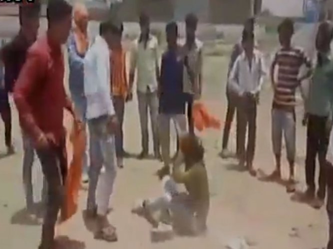 Mob beats up man on suspicion of cow slaughter