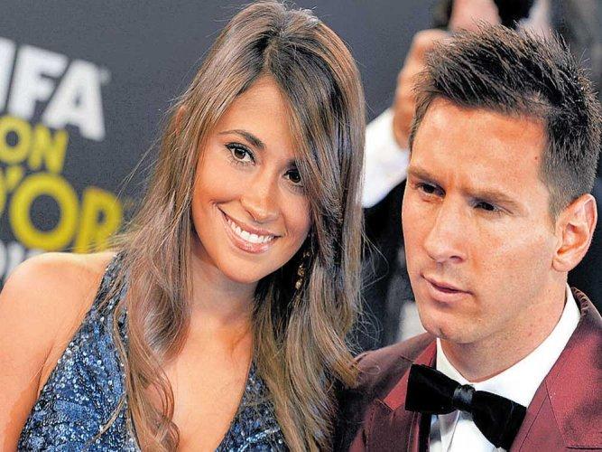 Stars descend in Rosario for superstar's wedding