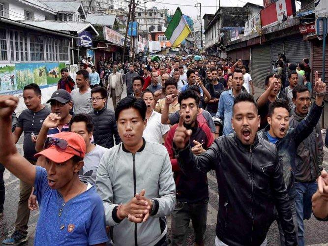 GJM activists attack forces, five injured