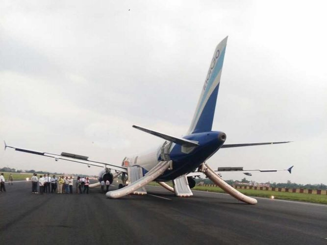 Engine catches fire as plane taxiies to take off