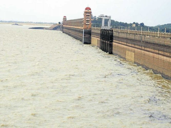 Water level continues to rise in Tungabhadra dam