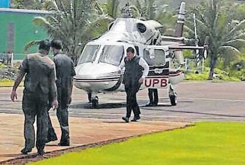 Fadnavis narrowly escapes helicopter's rotor blades