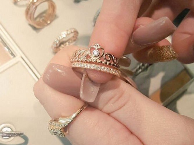 UK police say thief who proposed with stolen ring is jailed