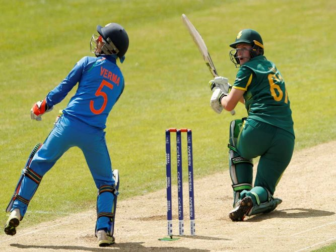 South Africa set India a daunting target of 274