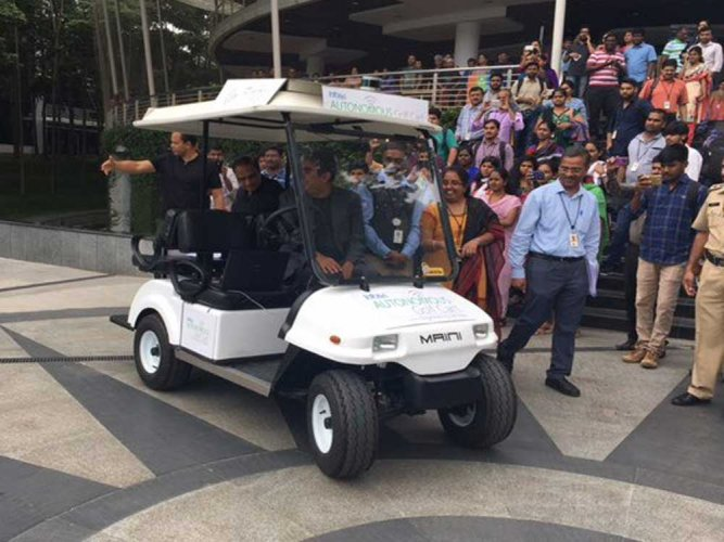 Infosys CEO shows off company's driverless cart