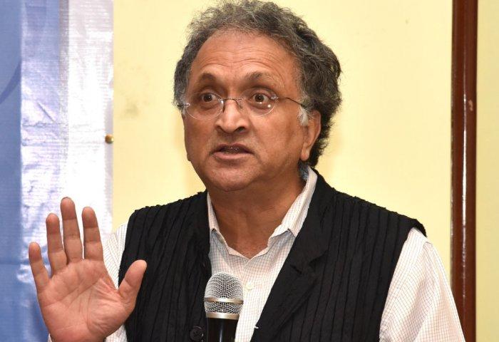 Dravid, Zaheer are being humiliated: Ramachandra Guha
