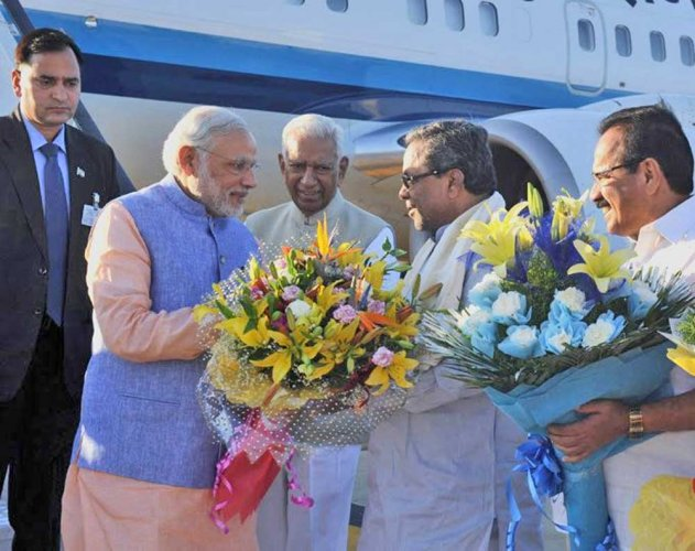 Welcome Modi with flower, Khadi handkerchief: new direction to states