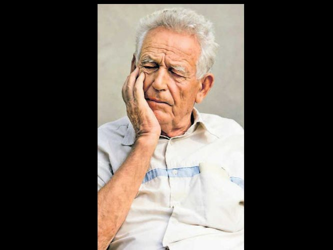 Being single may up dementia risk: study