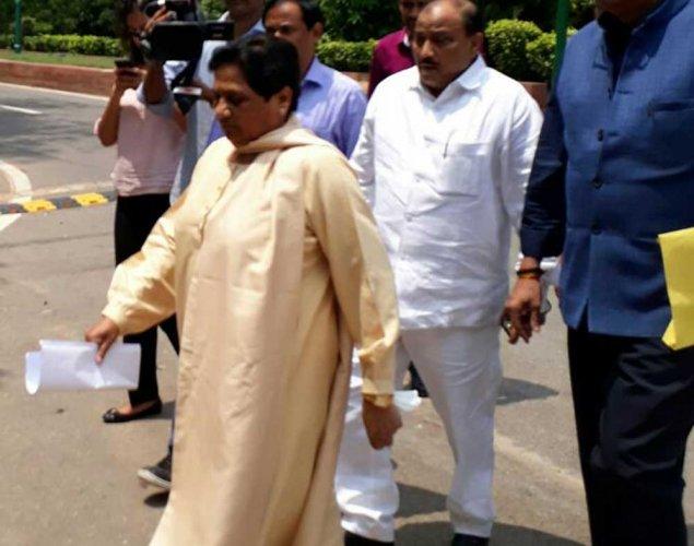 SP supports Mayawati