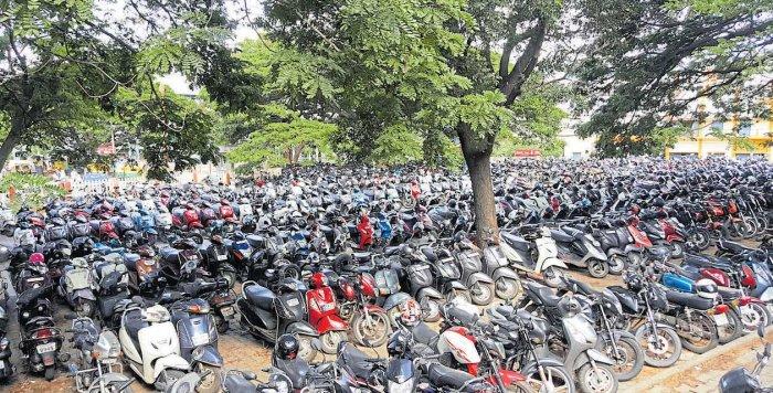 Railways and Metro in parking price war at Baiyappanahalli