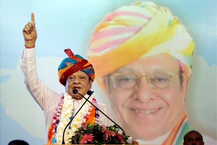 Vaghela's exit 'unfortunate', says Cong; BJP says he was 'humiliated'