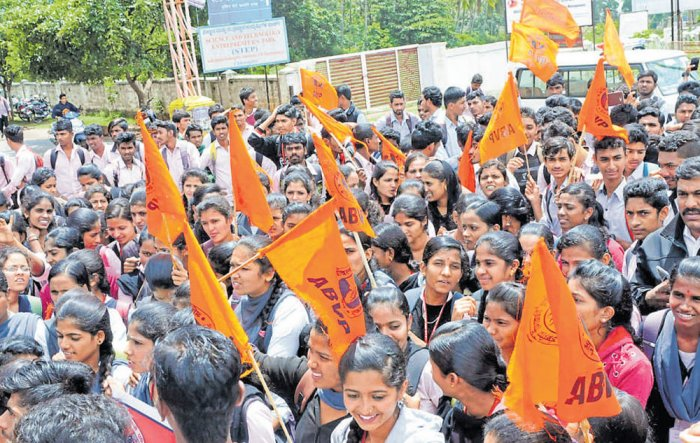 ABVP, students protest against 8 am timetable