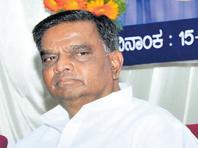 CM's failure in handling intelligence resulted in DK clashes, says Prasad