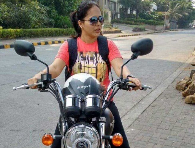 Mumbai woman biker tries to avoid pothole, gets crushed by truck