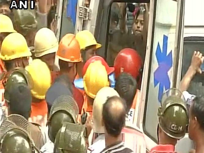 Century-old building collapses in Kolkata, 2 killed