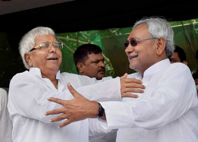 Nitish gives shock to Lalu, as dramatic when they joined hands in 2015