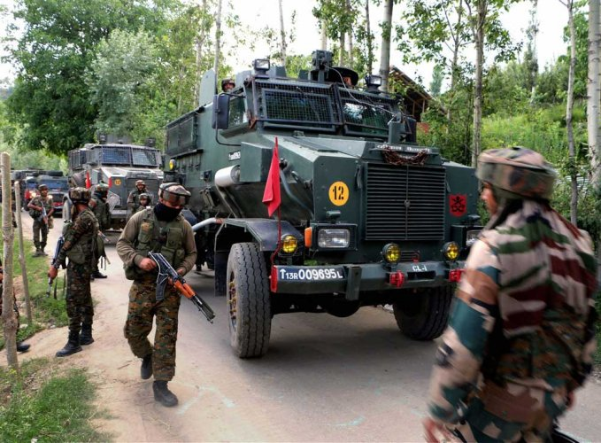 Militants open fire at policeman in Kulgam