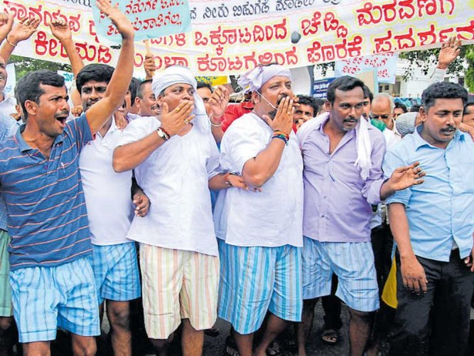 Farmer organisations step up protest for Cauvery water
