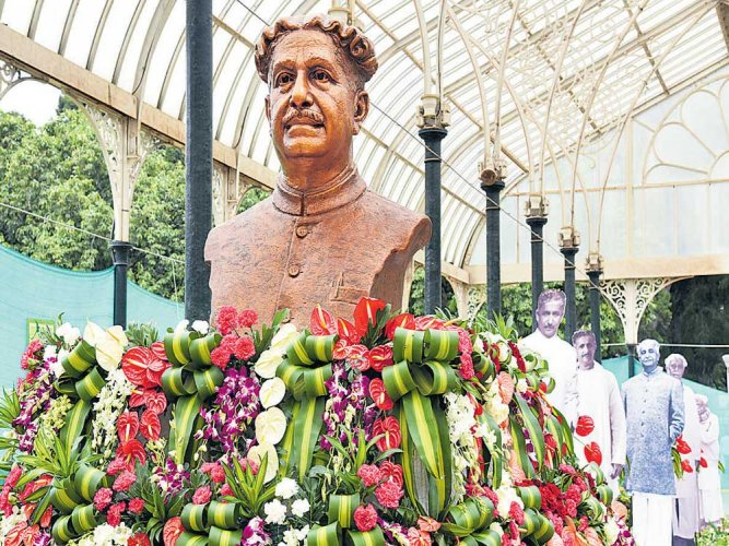 Kuvempu theme at Lalbagh moves daughter to tears