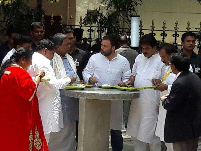 'Amma...Indira Canteen', says Rahul causing flutter