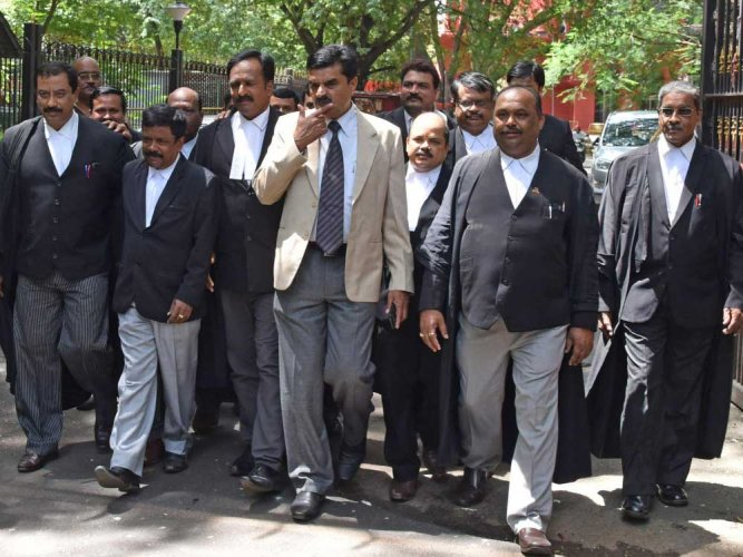 Advocates boycott  proceedings in HC
