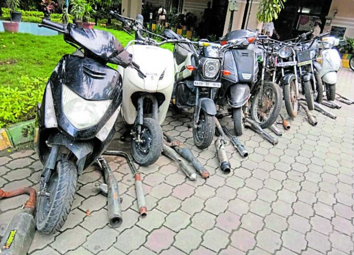 Cops crack down on wheelies, 5 minors, their parents held