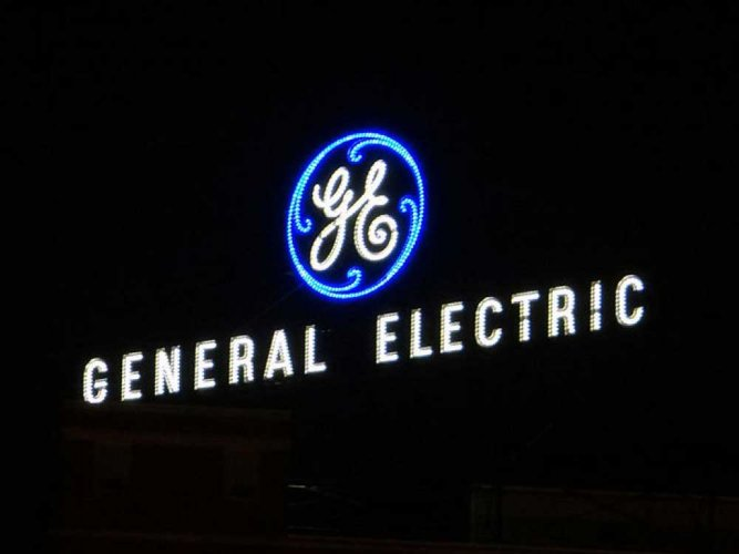 New GE chief shakes up management team