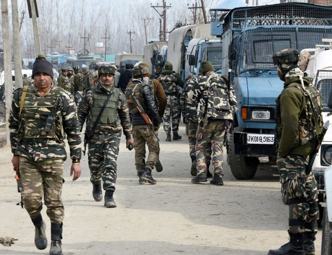 Gunbattle breaks out between militants and security forces