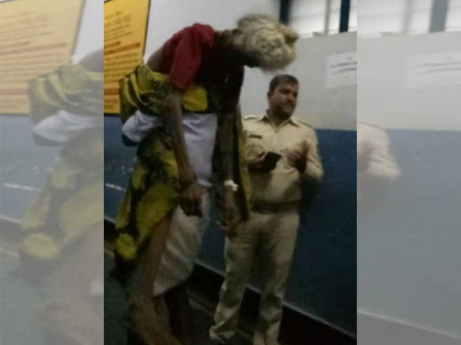 Irked by govt hospital's 'attitude,' man carries mom's body