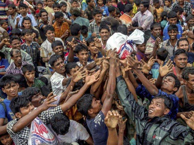 Mass cholera vaccinations begin in Rohingya camps