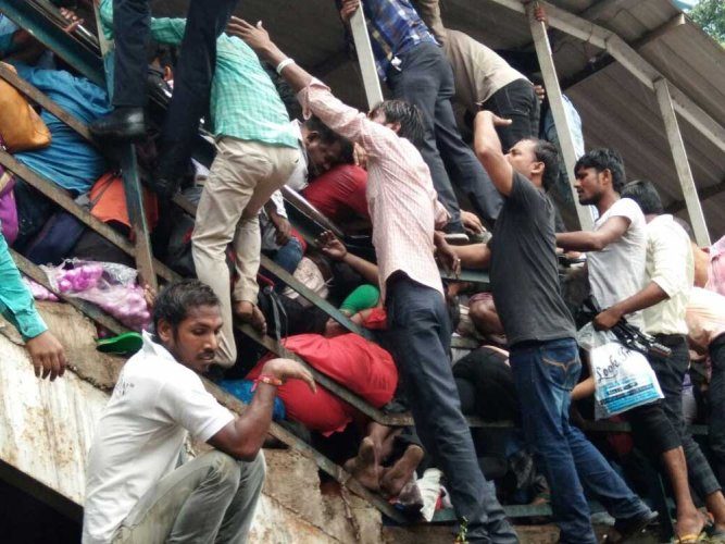 Mumbai stampede: Panel to probe delay in issuing tender for foot overbridge