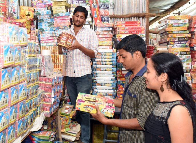 SC refuses to relax ban on crackers in NCR, rejects traders' plea