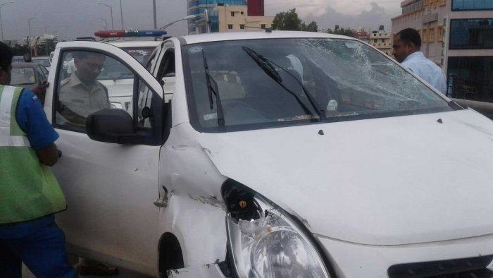 2 riders thrown off Hosur Rd flyover as cab hits their bike