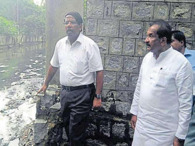 'Rs 1,600-cr damage due to rain; 12K potholes to be filled'