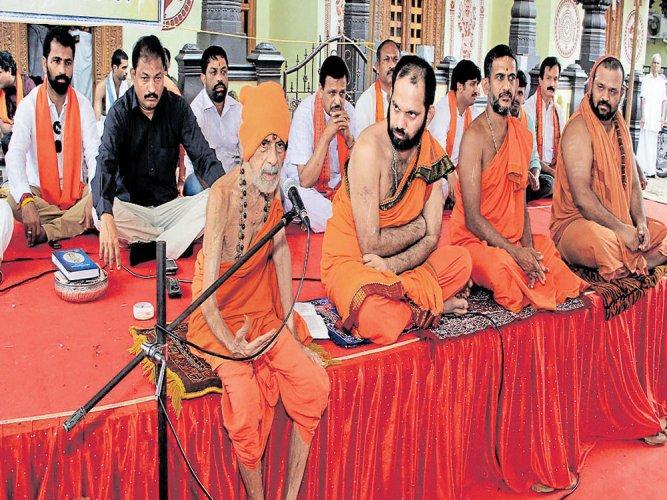 Lingayats part of Hindu religion: Pejawar seer