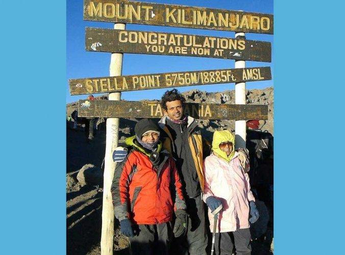 74-yr-old Pune woman scales Mt Kilimanjaro