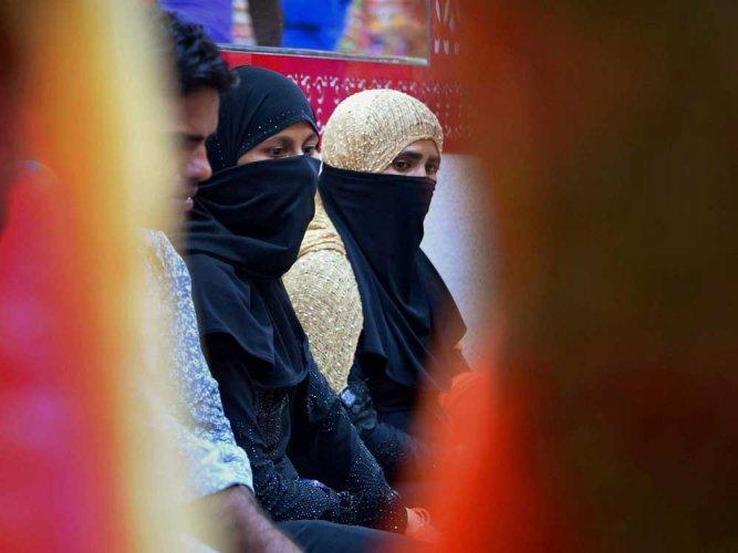Deoband ''excommunicates' Muslim women for doing 'arti' of Lord Rama