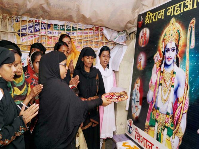 Muslim women perform aarti, 'excommunicated'