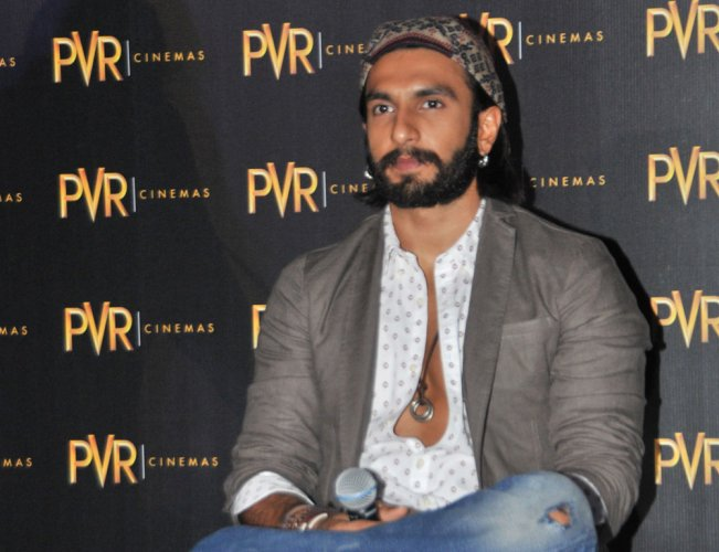 Kapil Dev-'83 WC squad to train Ranveer for Kabir's next