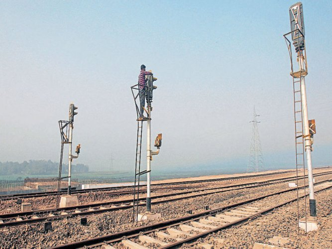 Timely detection of rail fracture averts mishap in West Bengal