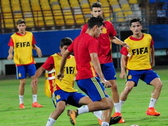 No pressure on us, says Spanish coach