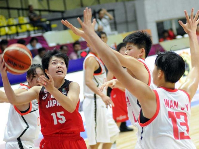 Fighting Japan edge past China